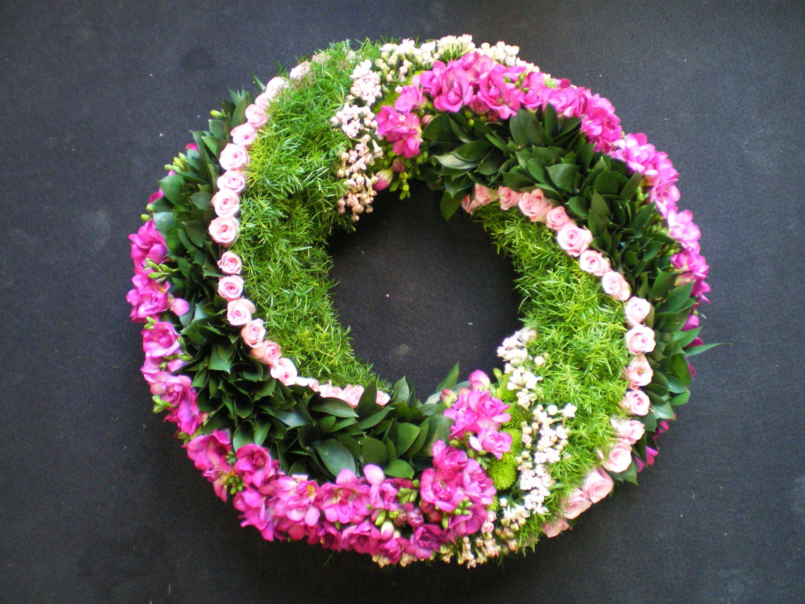 Des fleurs hautes en couleurs deuil - Fleuriste couronne de fleurs ...